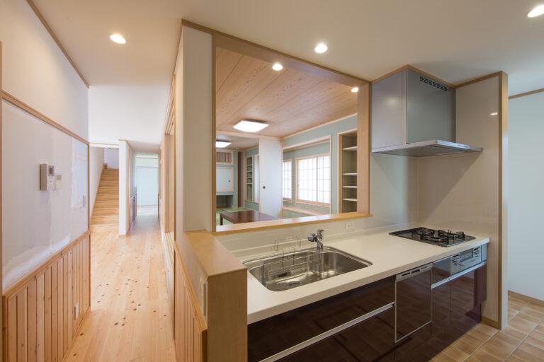 香取市の無垢材を使用した二世帯住宅